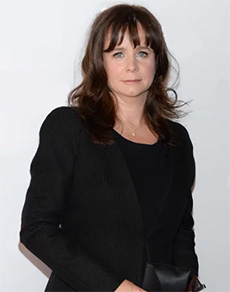 Emily Watson as Beryl Wilde, Jane's mother